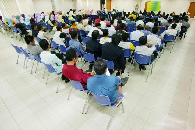 http://gallery.utem.edu.my/images/photos__2006/majlis_ceramah_marhaban_ya_ramadhan_1427h/8.jpg